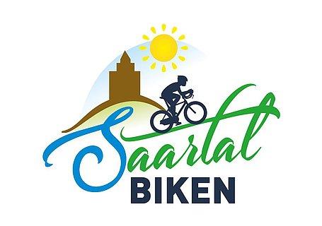 """Logo der Firma """"Saartal Biken"""", bestehend aus Schriftzug, einem Radfahrer, der Saarburg und einer Sonne"""