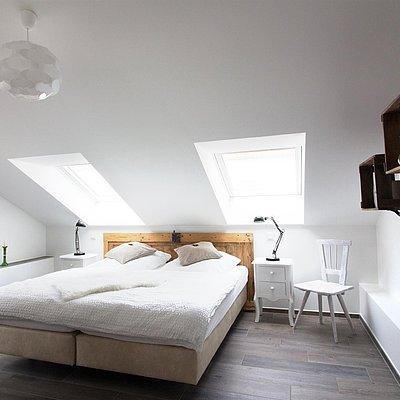 Foto: Schlafzimmer mit Boxspringbett