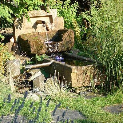 Foto: Brunnen im Garten