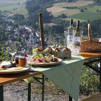 Foto: Winzerpicknick bei Weinwanderung