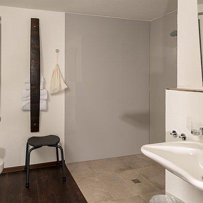 Foto: barrierefreies Badezimmer Faß 14 Gästehaus