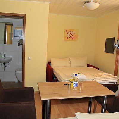 Foto: 4-Bettzimmer / 1 Doppelbett, 1 großes Sofabett