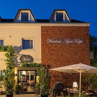 Foto: Blick auf WEINhotel Ayler Kupp