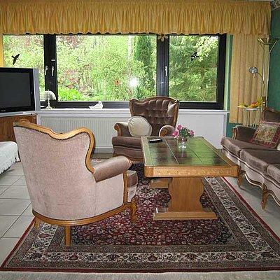 Foto: Wohnzimmer mit großem TV
