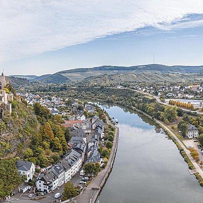 Foto: Burganlage Saarburg (01)