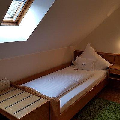 Foto: Familienzimmer Standard Hofseite (5)