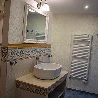 Foto: untere FeWo - 1. Badezimmer mit Dusche
