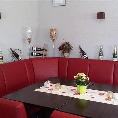 Foto: Vinothek und Frühstücksraum