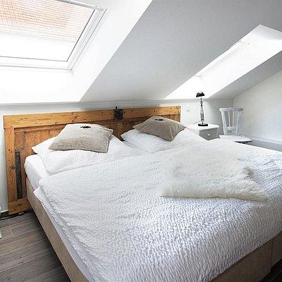 Foto: Schlafzimmer mit Doppelbett (2)