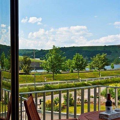Foto: Balkon mit Mosel- oder Felsenblick
