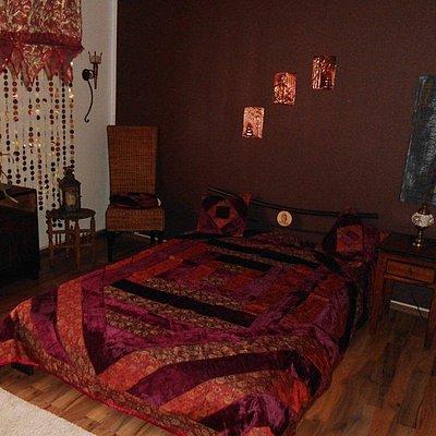 Foto: großes Doppelschlafzimmer