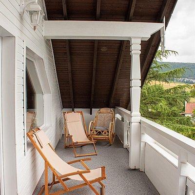Foto: Terrasse mit Blick auf die Weinberge