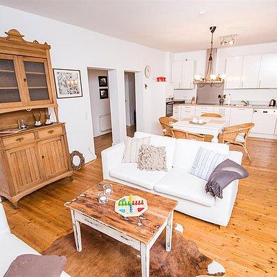 Foto: Wohn-/Essbereich mit Küche