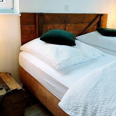 Foto: Schlafzimmer mit Doppelbett (4)
