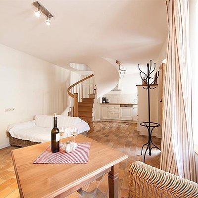 Foto: Wohnraum und Küche im Winzerhäuschen