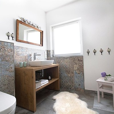 Foto: Badezimmer mit Dusche und WC