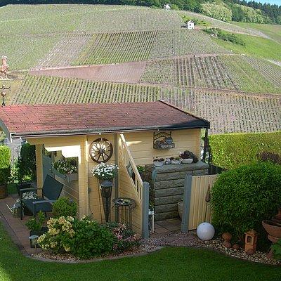 Foto: Gartenhaus mit Blick auf die Weinberge