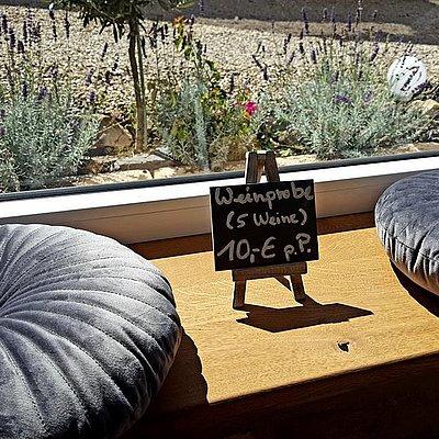 Foto: Wohnzimmer mit extra breiter Fensterbank