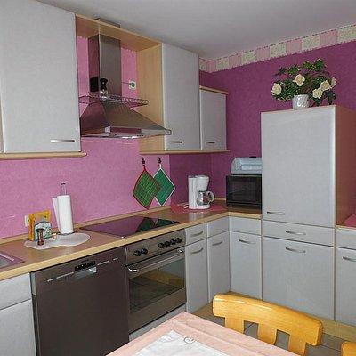 Foto: Küche mit Spülmaschine,Herd, Kühlschrank