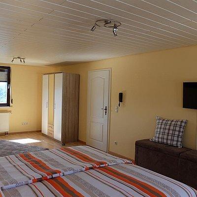 Foto: Schlafzimmer mit französischem Bett