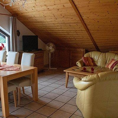 Foto: obere FeWo - Wohnzimmer mit Essecke