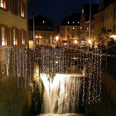 Foto: Weihnachtlicher Wasserfall