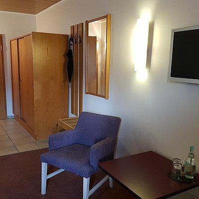 Foto: Dreibettzimmer Standard Bachseite (3)